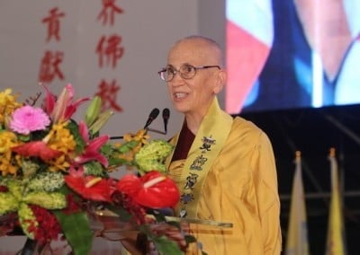 Ven. Chodron accepts the award with gratitude for the support Western practitioners have received from Taiwanese Buddhist monastics.