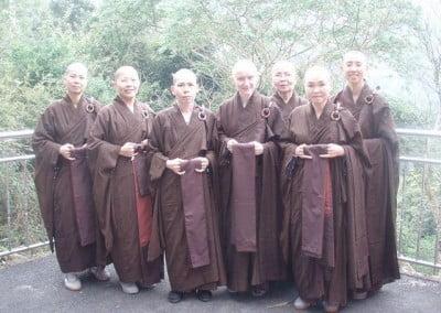 Group photo of Venerable Samten and chinese buddhist nuns.