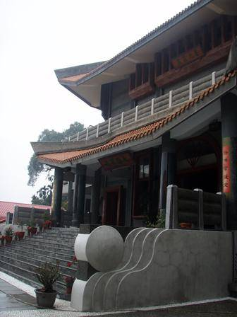 After spending two nights at Puyi Yuan temple, Venerable Samten then travelled to meet with Venerable Wu Yin to request Vinaya teachings for the Abbey community. This is the entrance to the main Buddha hall at Luminary Temple.