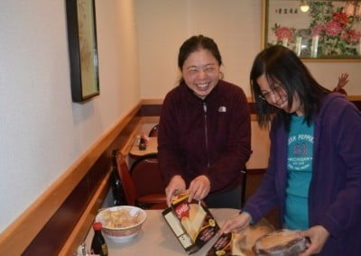 Cheng Cheng, who offered a lunch for everyone in the winter retreat, gets some help from Lynda in serving dessert.
