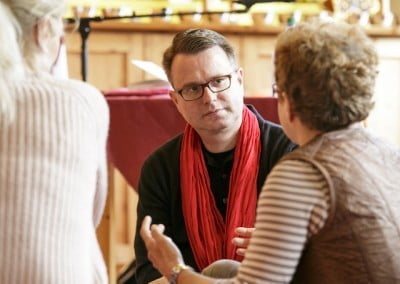 Interpreter Frank Kaufman in a group discussion. (Photo copyright Stephanie Koesling.)