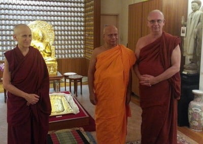Before her talk at Buddhist Library, Venerable Thubten Chodron re-connects with two old friends, Bhante Dhammaratana and Bhante Dhammika.