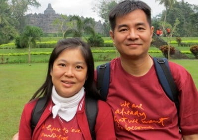 Singaporeans Seow Hong and Leng Poh, long-time students of Ven. Chodron, enjoy the pilgrimage.