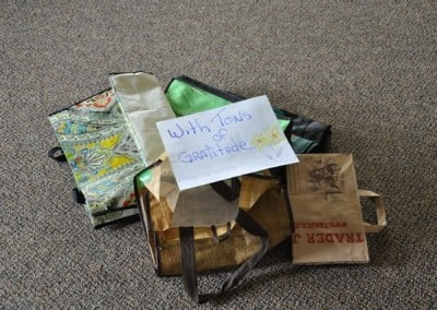 We return the bags that people used to offer food with deep gratitude for our donors' generosity.