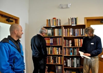 The guest library in Chenrezig Hall is very popular with our visitors.