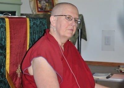 Venerable Thubten Jigme leads the discussion group.