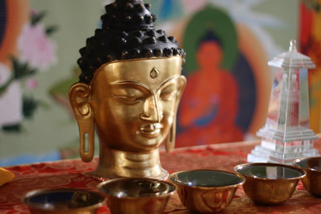 Learn online to meditate on the Buddha.