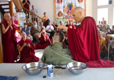 Venerable Chodron begins the ceremony of the head shaving. This ceremony signifies Dallas' aspiration to subdue her attachment to the world's external view of beauty and her aspirations to cultivate her inner beauty.