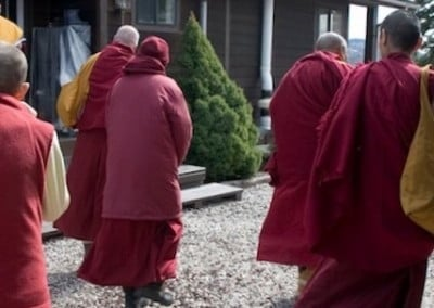 Venerable Tarpa welcomes Khensur Rinpoche at the front door.