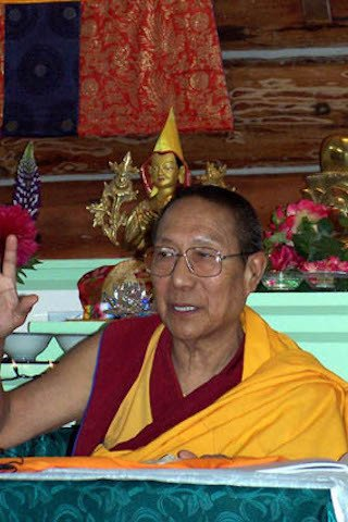 Panchen Otrul Rinpoche teaches in the meditation hall