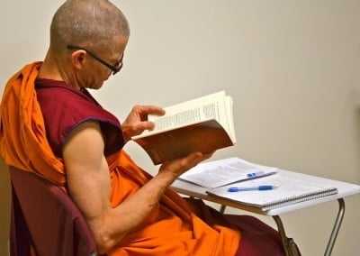 Ven. Losang reviews the teachings in the break time.
