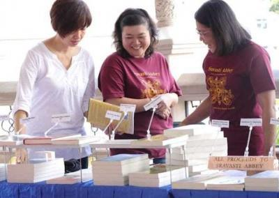 lay women with books