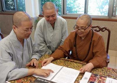 Three nuns discussing
