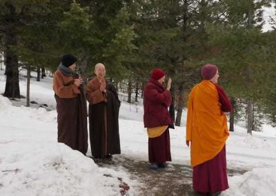 Venerable Bhikshuni Master Wuyin's car will arrive any minute.