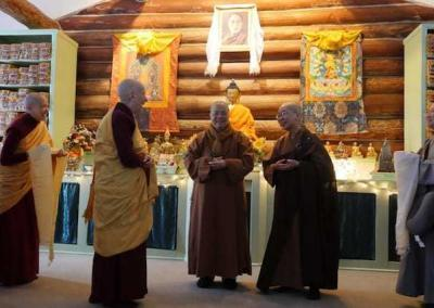 Ven. Chodron and the nuns greet Master Wuyin and Ven. Jendy in the Meditation Hall.