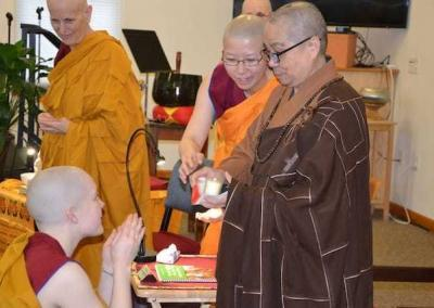 Ven. Lamsel offers gifts to Bhikshuni Master Wuyin.