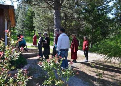 Retreatants head to the Meditation Hall for the first teaching.