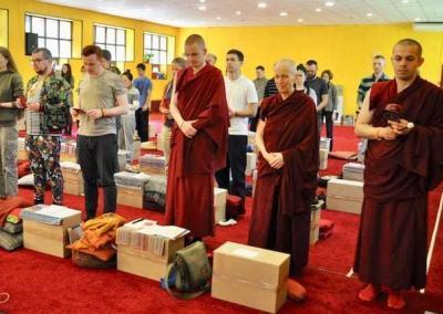 Ven. Tenzin leads the group in chanting Amitabha's name.
