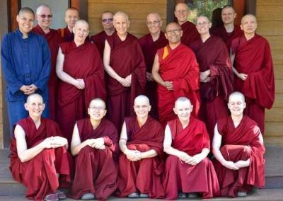The monastic assembly with Geshe Dadul.