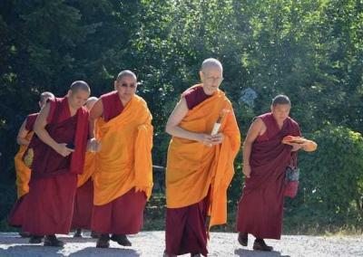 Ven. Tarpa leads Ling Rinpoche to Chenrezig Hall where the teachings take place.