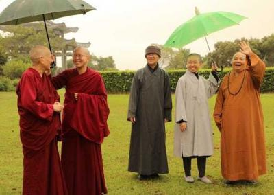 Enjoying the scenery with Vens. Chodron, Damcho, Jenkir, Zi-chi and Venerable Master WuYin.