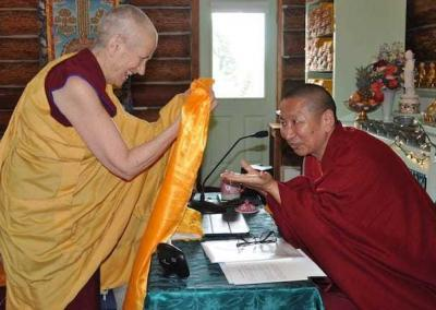 Ven. Chodron thanks Geshe Yeshi Lhundup for his profound teachings.