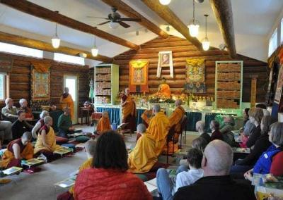 We finish the event with a Lama Chopa Puja, paying homage to our fundamental teacher Shakyamuni Buddha and to all root teachers. We also thank all the volunteers.