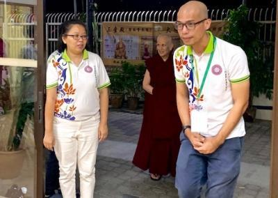 YBAM representatives Siew Siew and Bonny get ready to welcome Ven. Chodron for her first evening talk at Than Hsiang Temple in Penang.