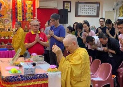 Following the Chinese tradition, Ven. Chodron offers incense to the Buddha before beginning each talk at Pureland Marketing.