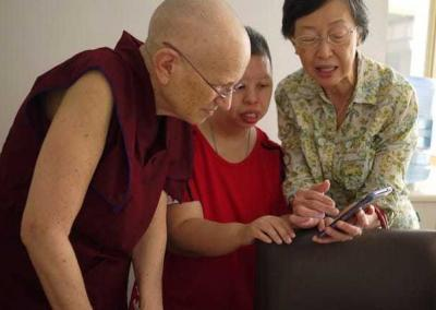 Ven. Chodron visits with Annette, who makes the ceramic bodhi leaves for the Abbey, and Annette's mom.