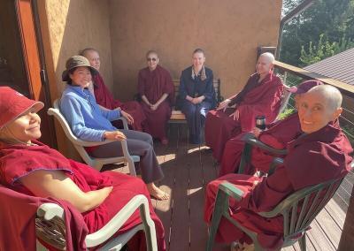 Monastics and trainees discuss Dharma.